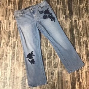 Simply Vera floral embroidered light wash jeans